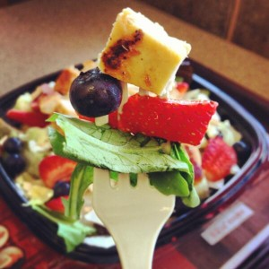 """Tweeted by @Wendy's: """"Fresh off the cutting board: Summer's first Berry Almond Chicken salad. pic.twitter.com/7MkKku7OTP"""""""