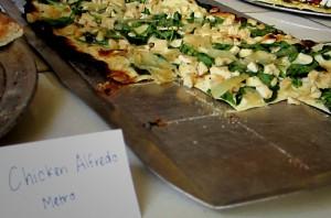 Chicken Alfredo Pizza via dallasfoodnerd.com
