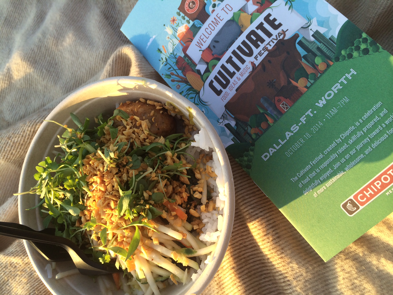 Chipotle chicken salad bowl via dallasfoodnerd.com
