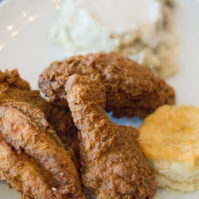 Street's Fine Chicken: Perfect Dining Option in Oak Lawn
